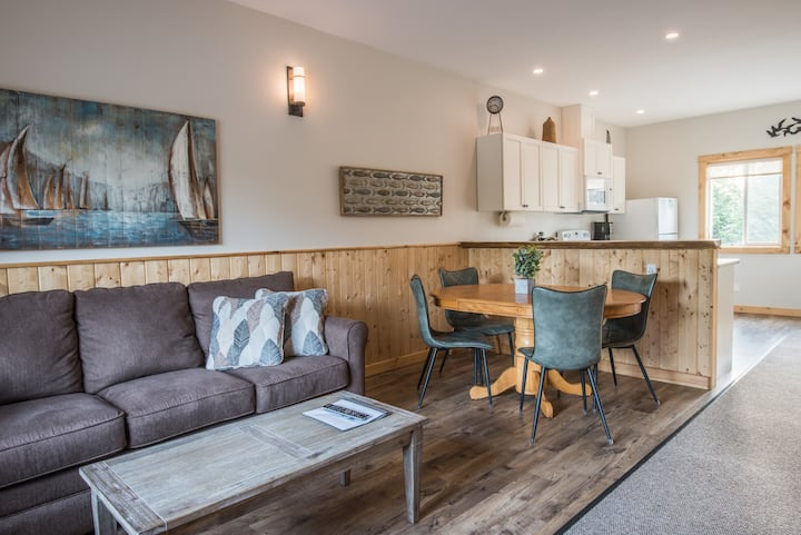 Modern 2 bedroom Cabin suite #8