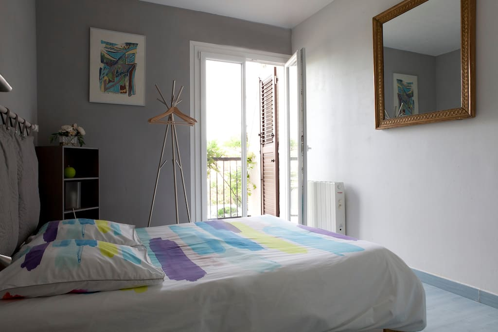 chambre et petit d jeuner proche du centre bed breakfasts zur miete in montpellier. Black Bedroom Furniture Sets. Home Design Ideas