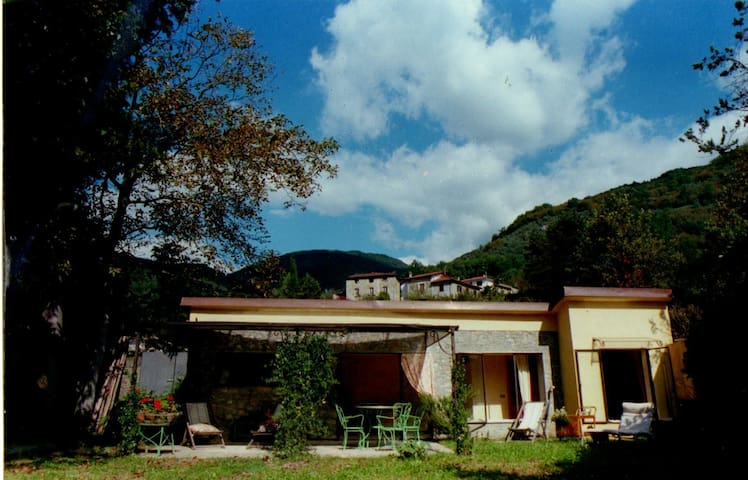 A little house near Lucca ( 17 km) - Valdottavo - House