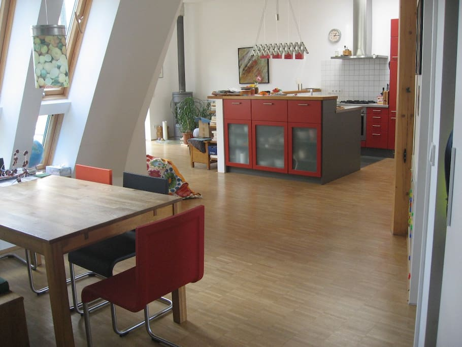 loftartige, helle Wohnung mit offener Küche