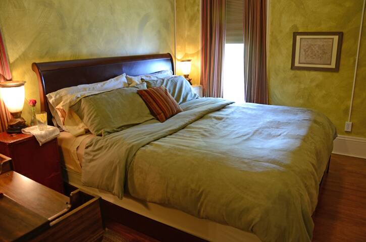 Traveler's - Whispering Pines Bed & Breakfast