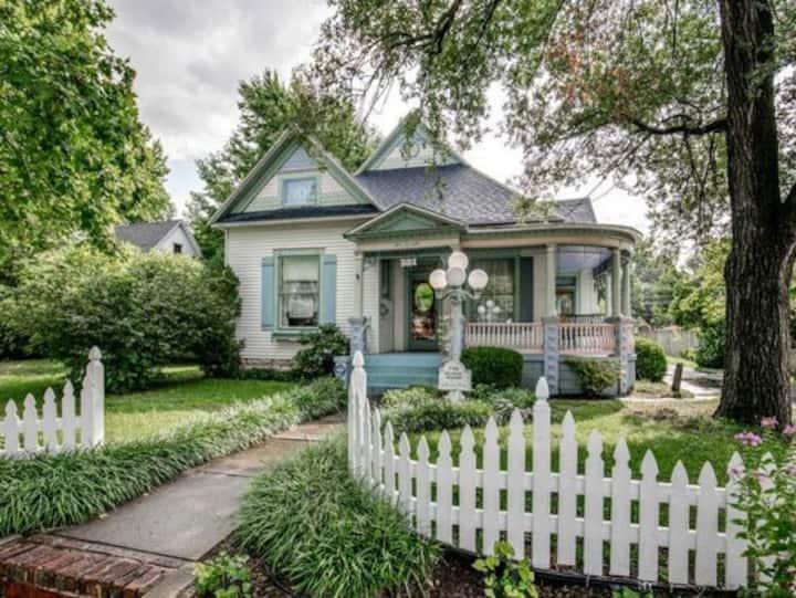 Tea Rose Cottage - A romantic get away!