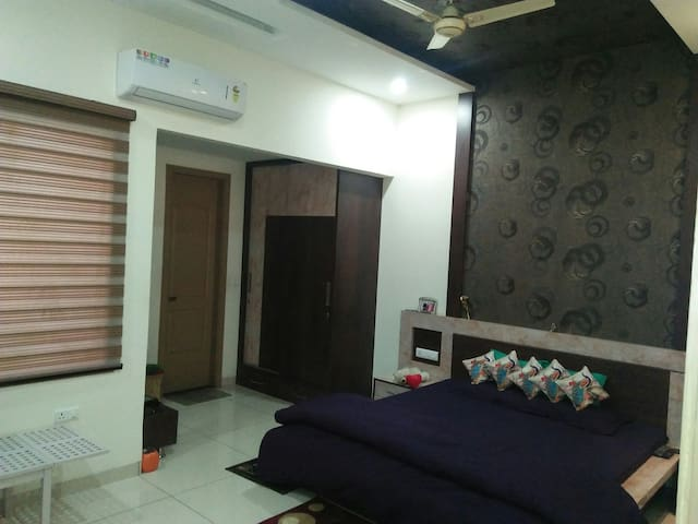 Super King Delux AC / Heater Doublebedroom with attached bathroom Rs. 1500 per night.
