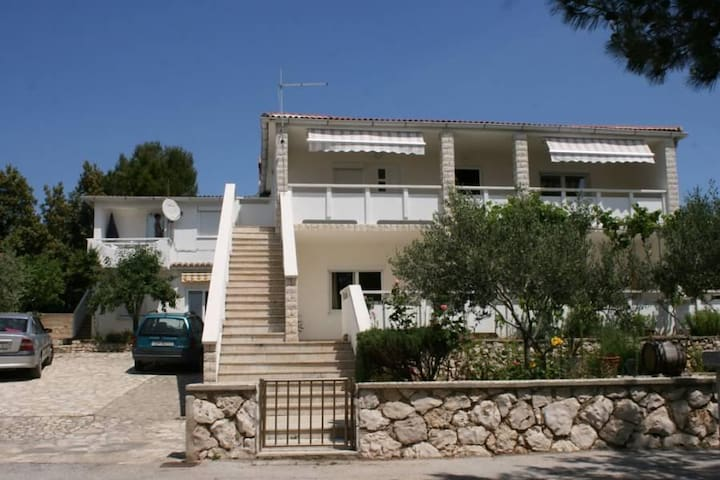 Two bedroom apartment with terrace Mandre, Pag (A-6310-b) - Mandre - Apartamento