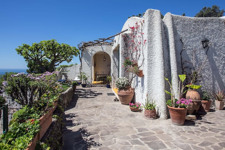 La casa del gelso, paradise in the divine coast.