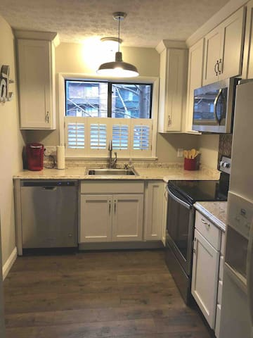 UPDATED Condo within 4 mi of Stadium and Downtown