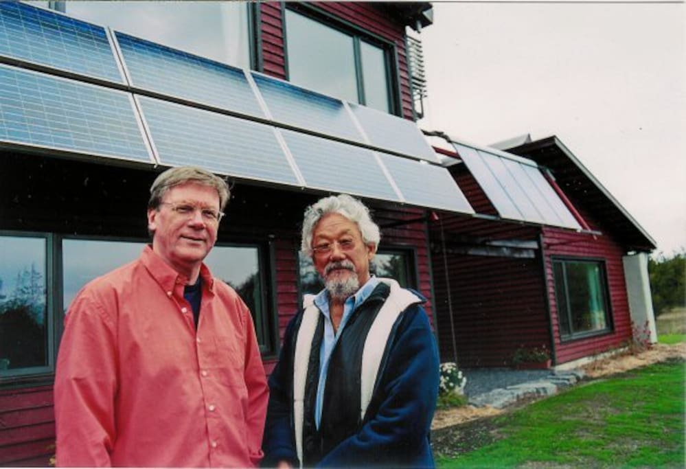 Architect Michael Liefhebber and David Suzuki in front of the home