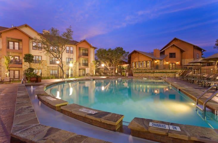 *New* Austin Poolside Rental - Austin - Pis