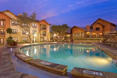 *New* Austin Poolside Rental - Austin