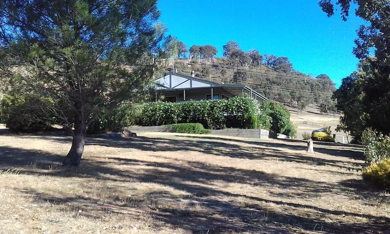 Mount Hope Tallarook farmhouse: superb views