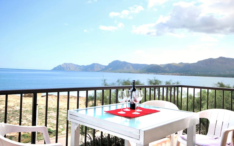 Mallorca Beach front line house 6 pers