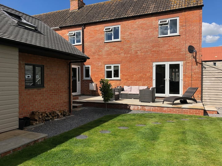 Large family home close to town centre