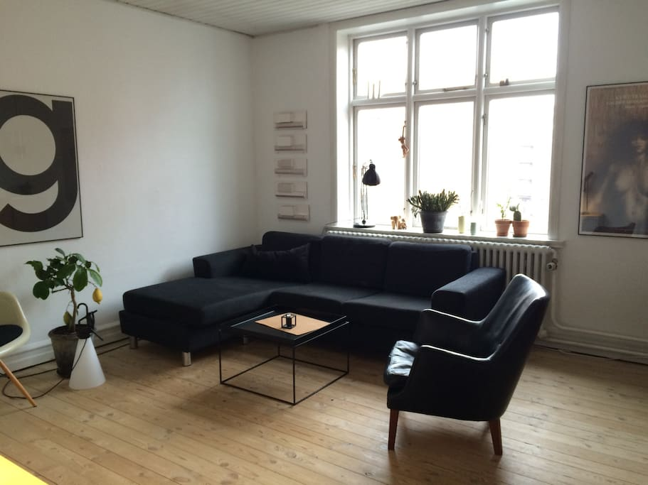 Living room with view to Vesterbro torv.
