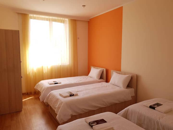 Carroty, private room