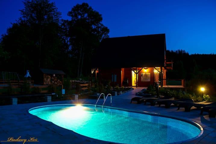 Piaskowy Koń: Dom 8 os. góry, basen, sauna,kominek