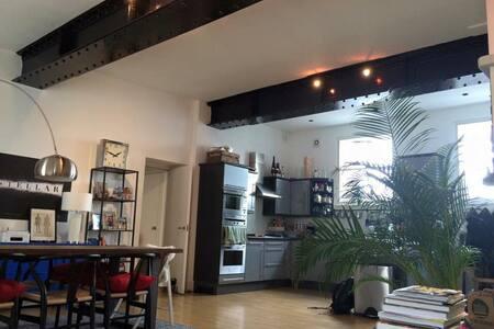 Large Luxurious Loft - Central Gem!