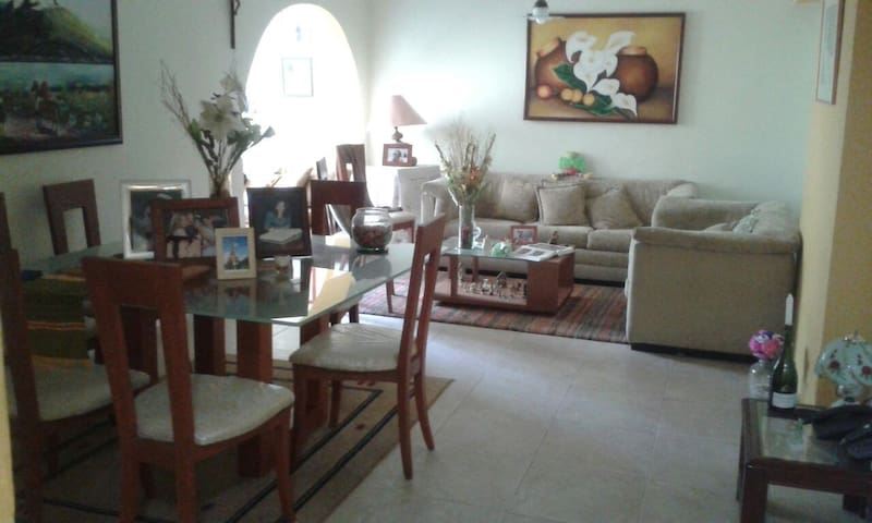 Nice family home with a free bedroom - San Antonio de Los Altos - Departamento
