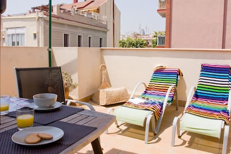 Apartment with terrace next to the beach