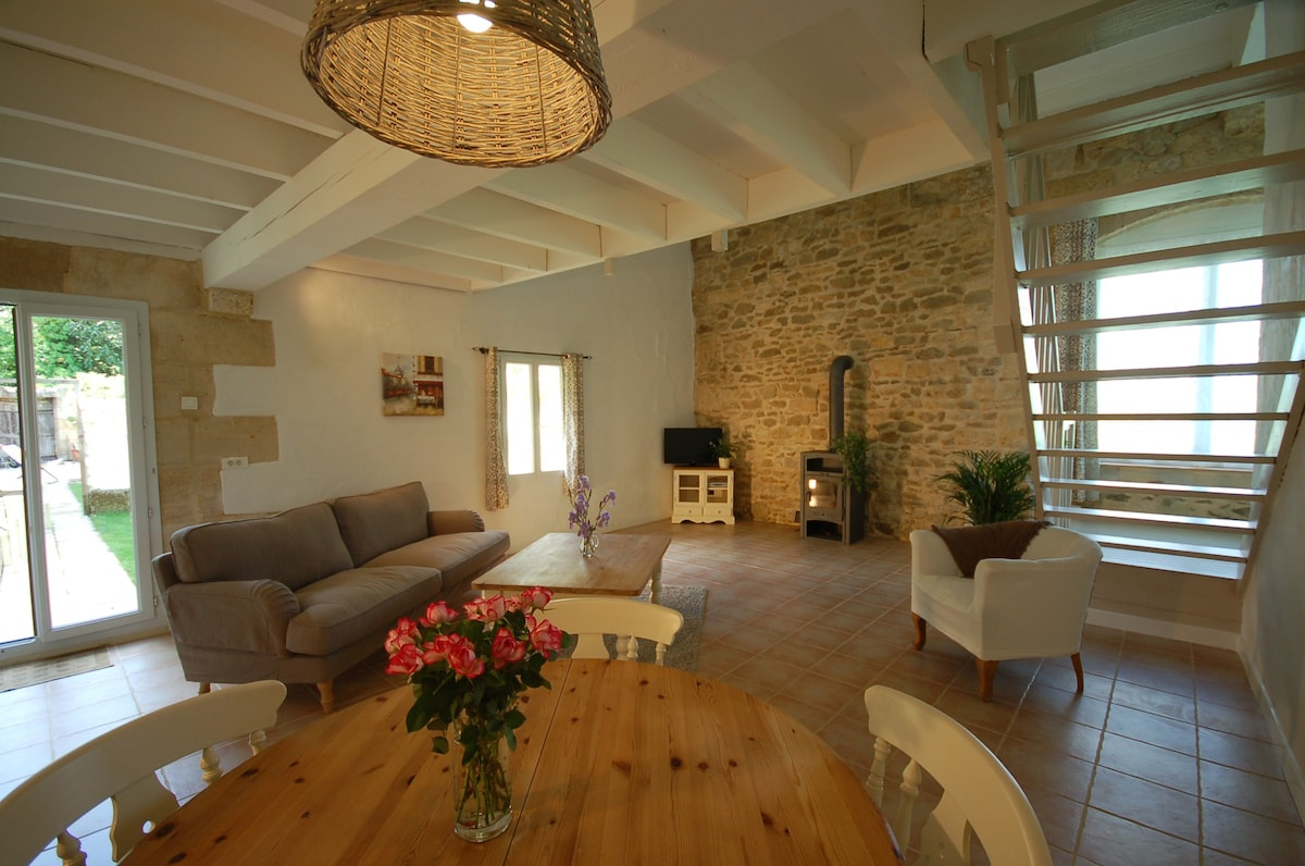 Garden Apartment In The Bordeaux Vineyards   Apartments For Rent In  Teuillac, Aquitaine, France