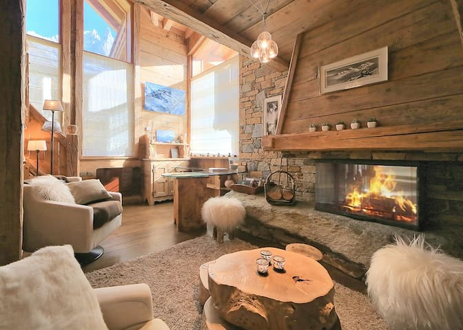 Luxury Chalet, ski lifts at 2min, Spa included