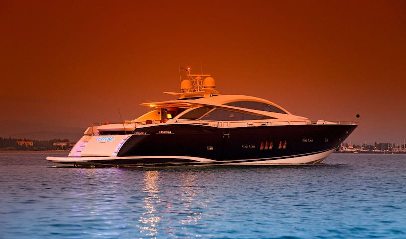Luxury Motor Yacht in Port Vell - Barcellona - Barca
