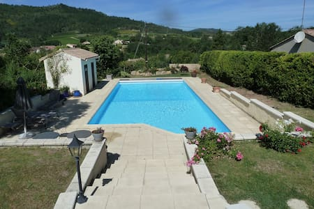 B&B swim, with fantastic views - Antugnac