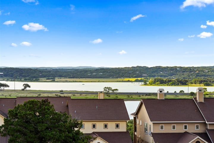 Pet Friendly Condo with Gorgeous Canyon Lake View!
