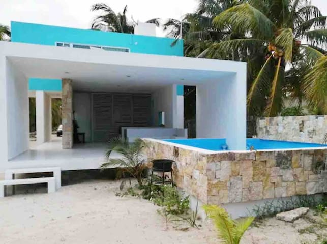 Beautiful house w/pool near to the beach!