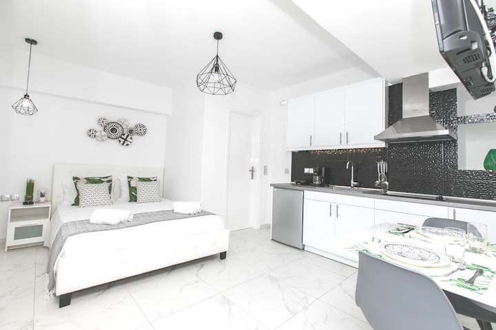 Brand new apartment near to the beach.