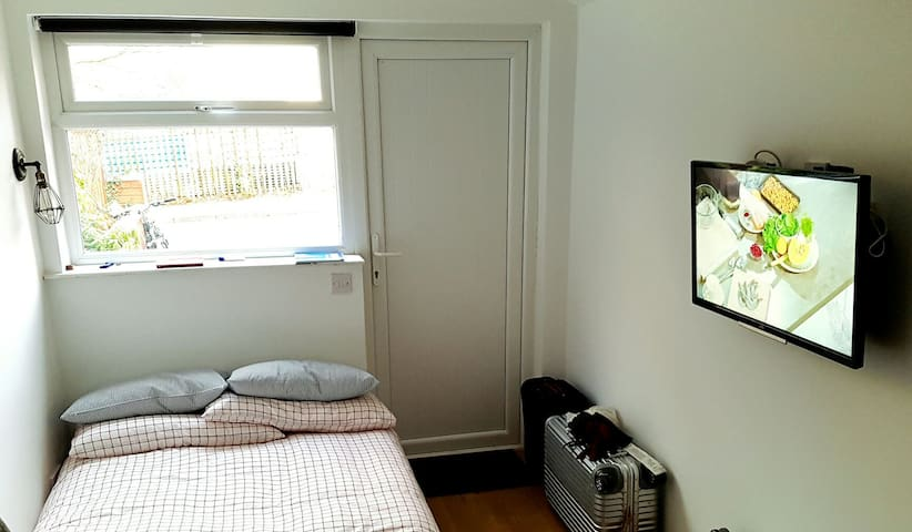 Self contained studio for two - Belfast - Apartamento