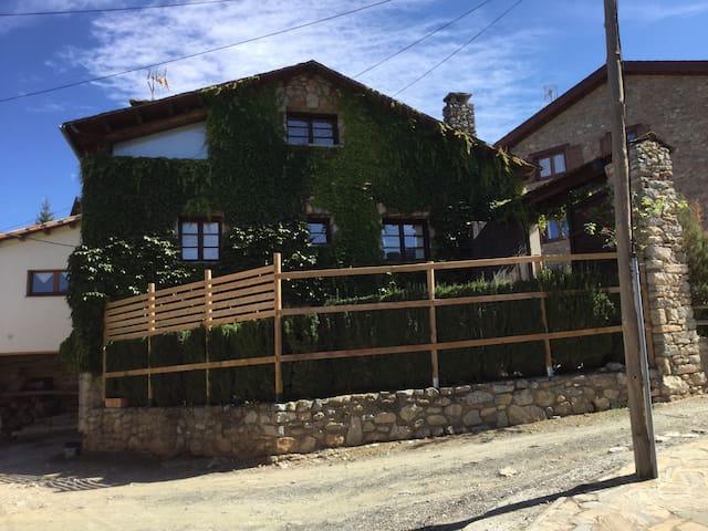 Casa rústica con encanto ( 2 plantas)