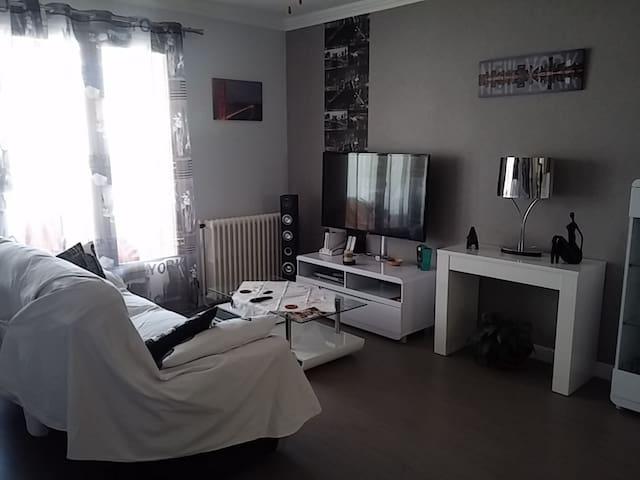 Chambre dans maison individuelle - Matha - Casa