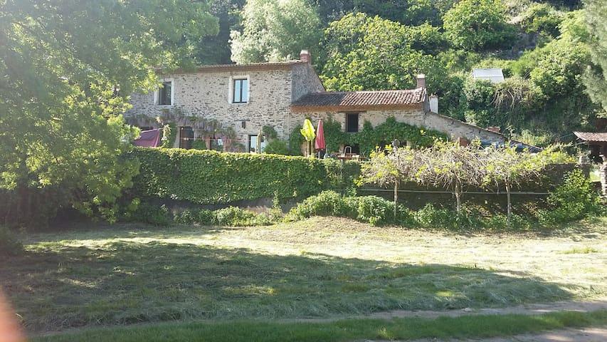 Maison unique et atypique en bord de Loire