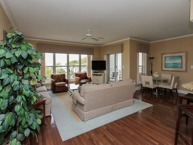 Living Room with Balcony Access at 6401 Hampton Place