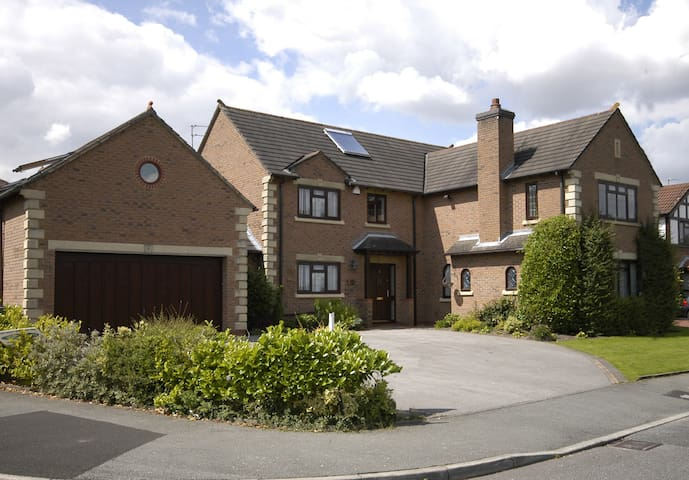 Luxury home in heart of Cheshire - Bowdon - Дом