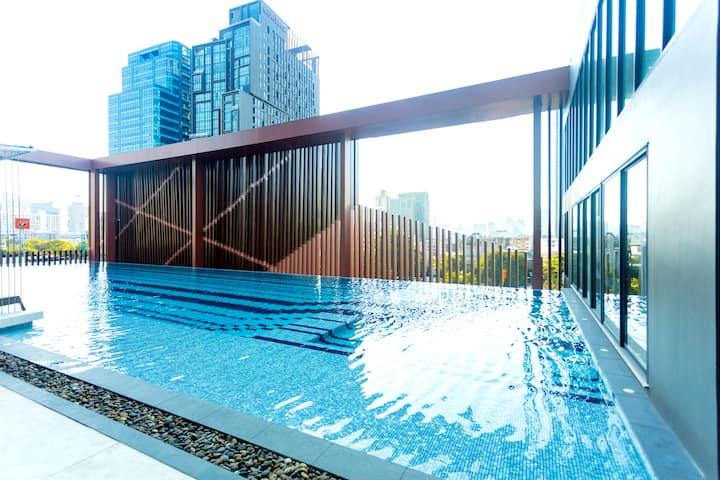 Luxury 1BR Loft in Ekkamai中文服务