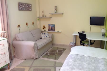 Big Clean Quite Room with WiFi & free parking - Puerto de la Cruz - Leilighet