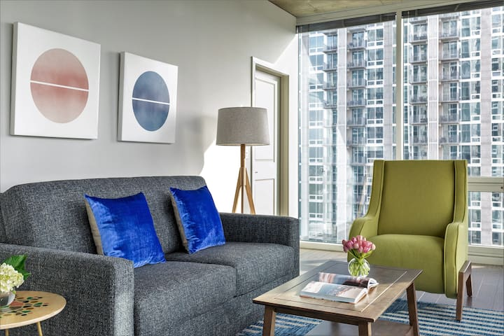 Exciting Two Bed at SkyHouse Uptown