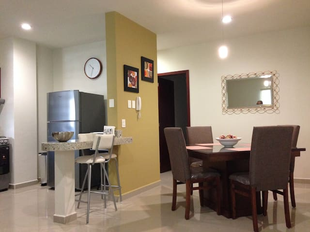 New condo 2 blocks from the beach!! - Mazatlán - Appartement