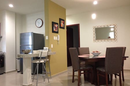 New condo 2 blocks from the beach!! - Mazatlán - Kondominium