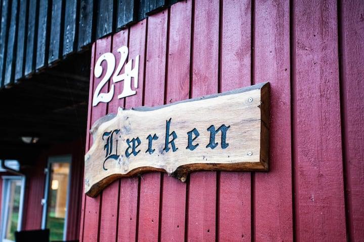 PRIVAT · Hyggeligt og ugeneret dansk feriehus.