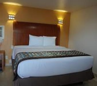 Accessible Room with 1 Queen Bed