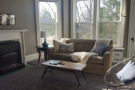 Take a break! 2 bedroom, historic zone of Wausau.