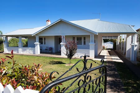 Australian Luxury Stays - THE WHITE HOUSE - Penola - Huis