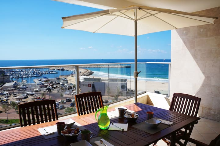 Luxury apartment On The Beach by Airsuite