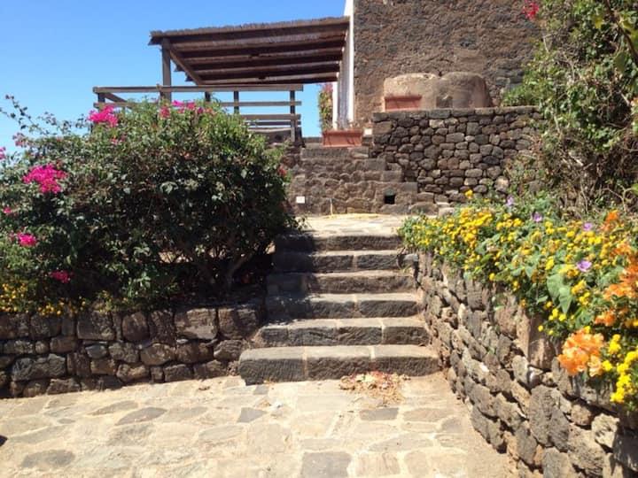 Romantico dammuso vista mare a Pantelleria-Scauri