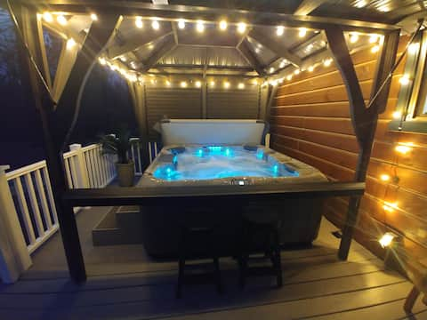 TLC Lakehouse with boat canopy, HOT TUB, WIFI