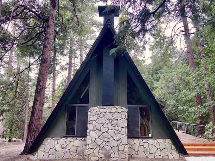 The Far Out Cabin, an Idyllwild Mountain Retreat