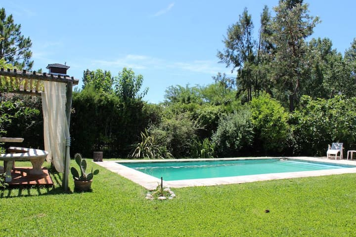 Alojamiento que invita al Relax, en Pilar !!!