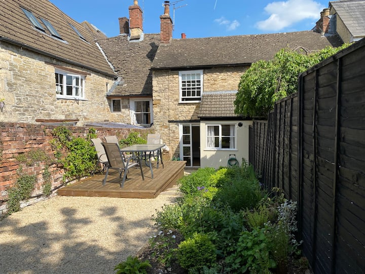 Cosy cottage in the heart of Wotton-Under-Edge
